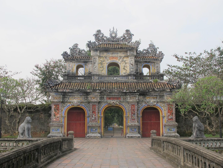 [Cổ vật tinh hoa: http://covattinhhoa.vn/] Hai con nghê trấn giữ trước cửa Hiển Nhơn, Đại Nội Huế